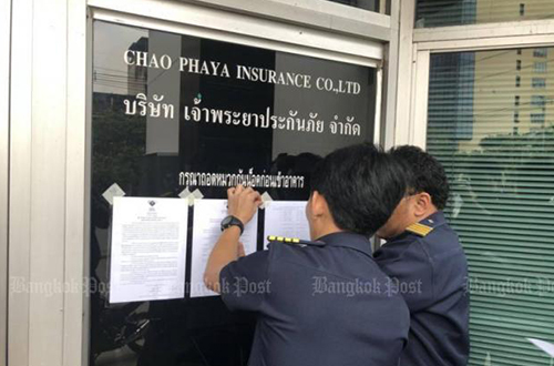 Authorities post a notice at the Chao Phaya Insurance headquarters on Rama IV Road on March 24 after it failed to maintain the required capital adequacy ratio. [Post file photo]