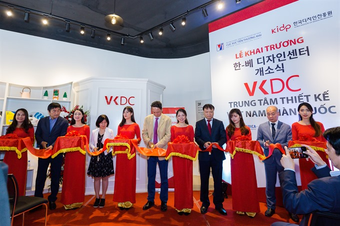 Participants cut the ribbon at the launching ceremony of the Việt Nam-Korea Design Center (VKDC) held in Hà Nội on Friday. [Photo courtesy of VIETRADE]