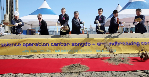 Germany`s Merck and the Incheon Free Economic Zone Authority holds a ground-breaking ceremony for a science operation center in Songdo, Incheon, on Thursday. [Photo provided by IFEZA]