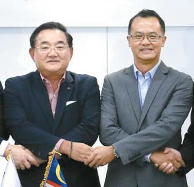 한승욱 단석산업 회장(왼쪽)과 티샘 유니그린 대표가 최근 합작회사 설립 계약을 맺었다.