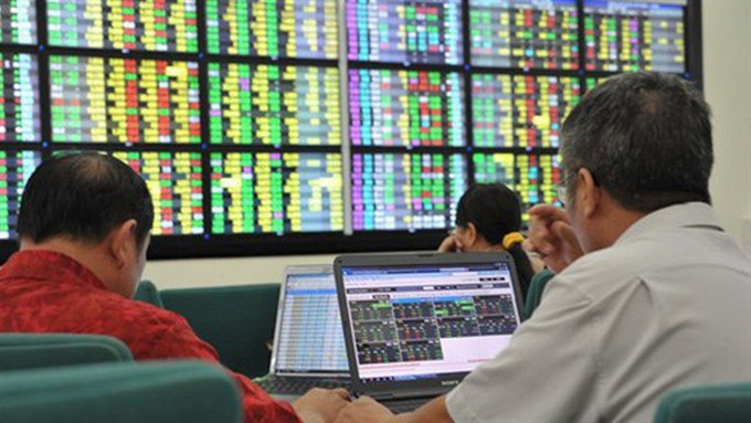 Total post-tax profit of 72 securities companies reached VNĐ2.137 trillion in the third quarter of this year. — Photo vneconomy.vn