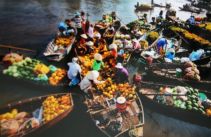 Floating markets are a typical business activity in the Mekong Delta region. - Photo canthotv.vn