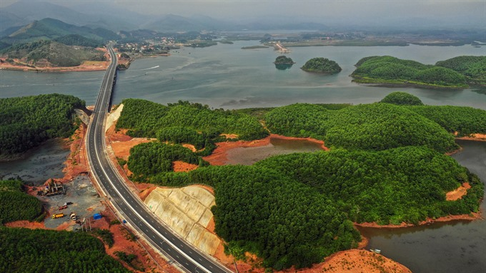 The Ha Long-Van đon Highway, one of the key traffic routes in the coastal province of Quang Ninh. The VNđ14 trillion (US$602,800) project, which will open to the public on December 30, is expected to reduce the travel time between Ha Long City and Van đon Island District by 40 minutes. - VNA/VNS Photo