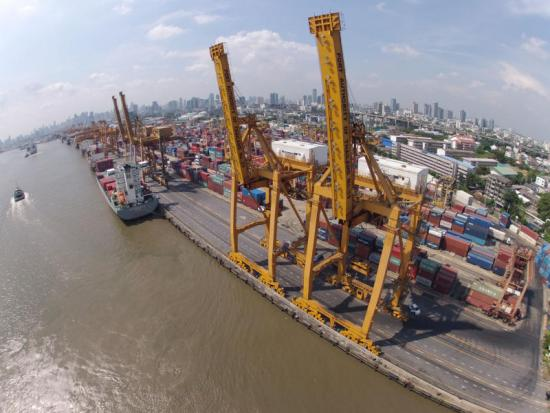 Business operators are optimistic about the country`s economic growth this year. (Bangkok Post photo)