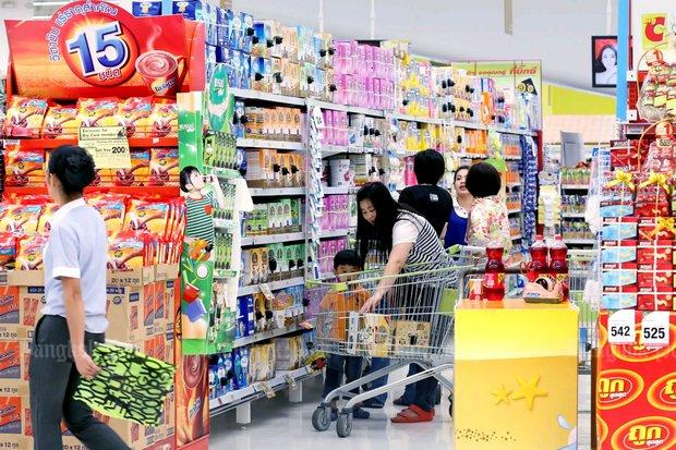 Shoppers in a Bangkok supermarket. Exports were down but growth of domestic demand took up the slack and powered the economy to faster performance in the fourth quarter of 2018 than the third.