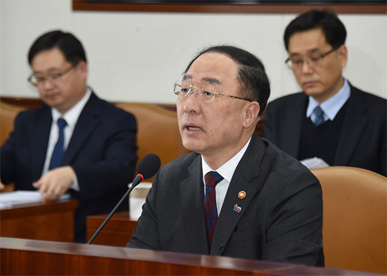 Finance Minister Hong Nam-ki speaks at a meeting in Seoul on March 4, on economic revitalization measures. [Photo provided by Ministry of Economy and Finance]