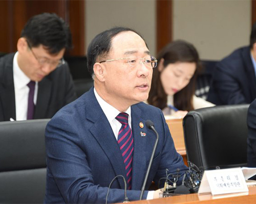 Finance Minister Hong Nam-ki speaks at a meeting in Seoul on March 4. [Photo provided by Ministry of Finance and Economy]