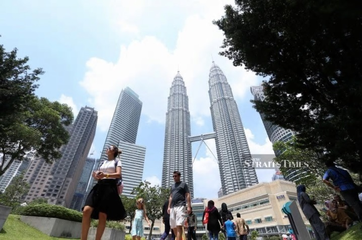 Malaysia`s economic growth forecast remains at 4.9 per cent year-on-year (YoY) for 2019 given the upbeat performance of domestic and external trade sectors, according to MIDF Research. NST picture by ROSELA ISMAIL.