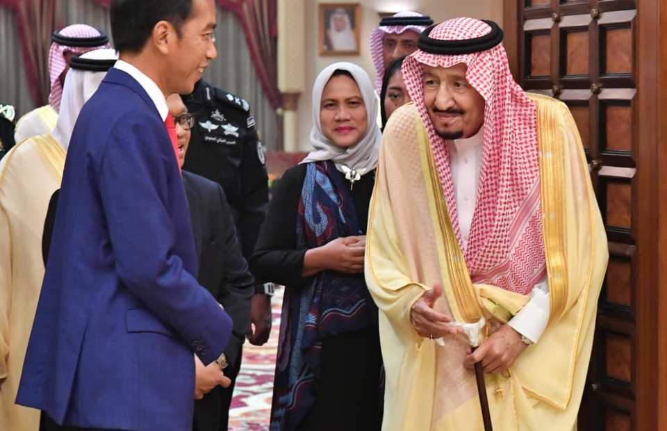 President Joko `Jokowi` Widodo meeting with King Salman bin Abdulaziz Al Saud at his palace in Riyadh on Sunday. (Photo courtesy of the State Palace)