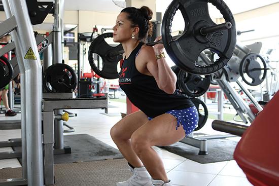 13a318ba424 여러 가지 이유가 있겠지만 근육이 부실한 것도 중요한 이유 가운데 하나일 것이다. 모든 근육 가운데 엉덩이 근육은 몸의 상하좌우 전체  균형을 잡는 ... photograph
