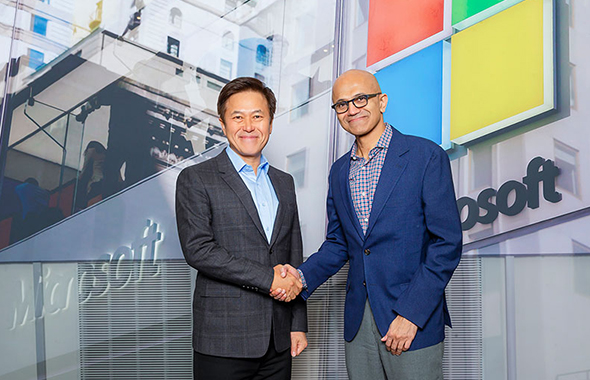 SK Telecom CEO Park Jung-ho poses with Microsoft CEO Satya Nadella in Redmond, Washington. [Photo provided by SK Telecom]