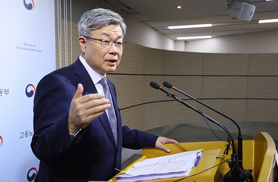 Employment and Labor Minister Lee Jae-kap is pictured explaining the government`s preparation to ratify three ILO conventions. [Photo by the Ministry of Employment and Labor]