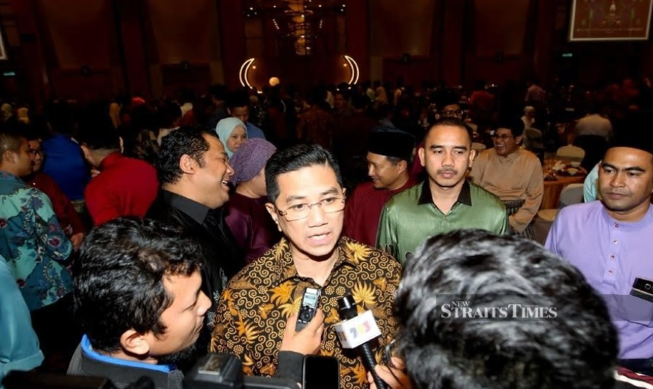 Minister of Economic Affairs Datuk Seri Mohamed Azmin Ali said, despite being a non-member of Organization of the Petroleum Exporting Countries (OPEC) and a small oil-producing country, Malaysia, would stand together in solidarity with the oil-producing countries. NSTP/Eizairi Shamsudin