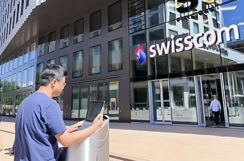 An SK Telecom Co. employee tests 5G roaming service in Switzerland before the top carrier launches official service for the first time in the world with Swisscom on Wednesday. [Photo provided by SK Telecom Co.]