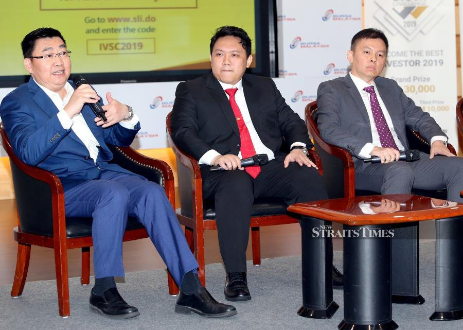 Affin Hwang Capital head of research Alan Tan Chew Leong (left), AmInvestment Bank head of retail research Joseph Chai and Public Investment Bank head of research, Ching Weng Jin (right) participated in the 2nd Half Market Outlook during the Inter-Varsity Shock Challenge 2019, organised by N2N Connect Bhd at Bursa Malaysia, Kuala Lumpur. NSTP photo by SALHANI IBRAHIM