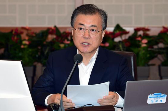 South Korean President Moon Jae-in makes remarks during a Cabinet Meeting at the Blue House on Tuesday. [Photo by Lee Chung-woo]