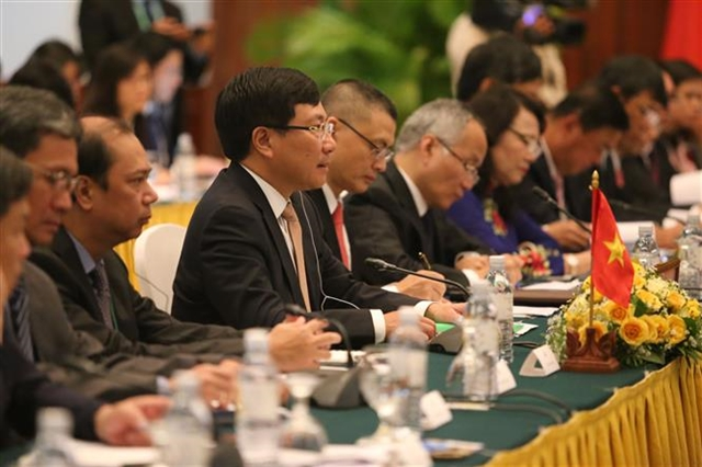 Vietnamese Deputy Prime Minister and Foreign Minister Pham Binh Minh and his Cambodian counterpart Prak Sokhonn on Wednesday signed a cooperation agreement covering specific collaboration programmes in 28 areas. - VNA/VNS Photo Tran Long