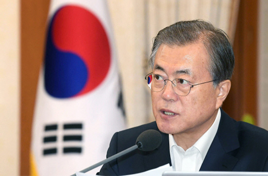 South Korean President Moon Jae-in speaks at a weekly Cabinet meeting at the Blue House on Tuesday. [Photo by Lee Chung-woo]