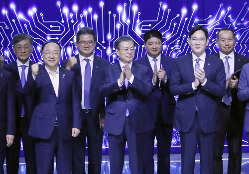 South Korea's President Moon Jae-in(center), Samsung Group`s leader, Jay Y. Lee (second from right), during an event held at Samsung Display