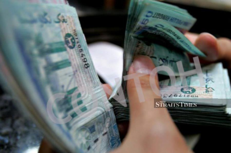 Foreign investors turned net buyers of Malaysia`s debt securities in September with total foreign holdings expanded to RM189.1 billion.