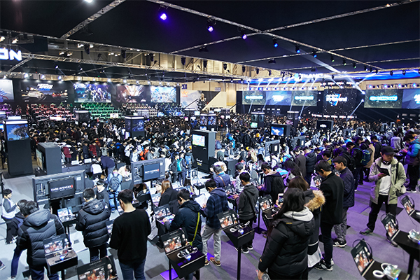 Visitors enjoy e-sports at the Korea