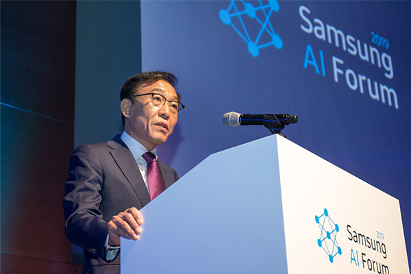 Kim Ki-nam, Head of Samsung Elec's device solutions division, delivers a keynote speech during Samsung Electronics' AI forum held in Seoul on Nov. 4, 2019. [Photo provided by Samsung Electronics Co.]
