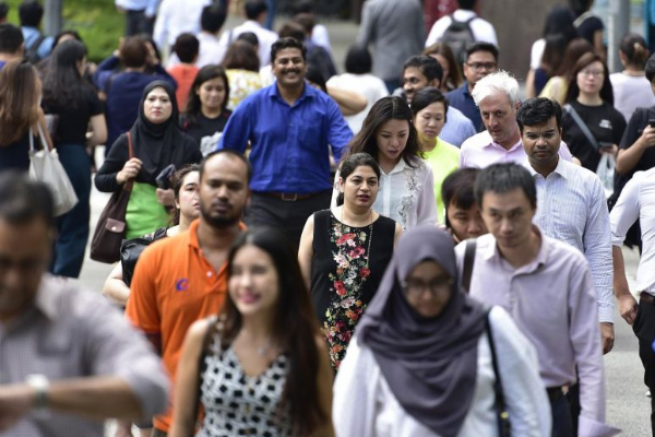 The report showed that the employment rate for residents aged 25 to 64 rose from 80.3 per cent in June last year to 80.8 per cent in June this year. PHOTO: ST FILE