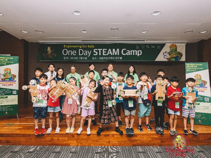 지난 7월 국립과천과학관에서 개최된 원데이 스팀 캠프에 참가한 학생 사진