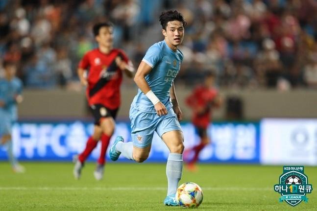 정승원은 이미 베트남에서 제일 인기 있는 한국 축구선수다. 사진=한국프로축구연맹 제공