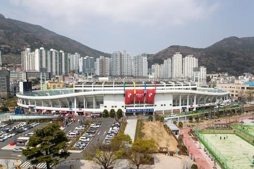 부산아이파크 홈구장 구덕운동장. 사진=한국프로축구연맹 제공