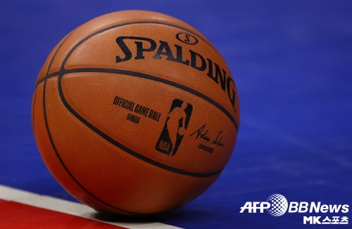 NBA 유타 라커룸을 촬영한 카메라맨이 코로나19 투병 중 혼수상태에 빠졌다. 사진=AFPBBNews=News1