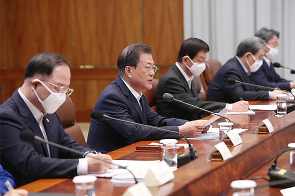 South Korea's President Moon Jae-in (center) attends the third session of the emergency economic council at the Cheong Wa Dae on Mar. 30, 2020. [Photo by Yonhap]