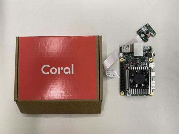 인공지능(AI) 앱 개발이 가능하도록 구글이 내놓은 초소형 컴퓨터인 코랄 AI.