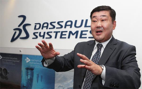 조영빈 대표가 다쏘시스템의 제품과 비전에 대해 설명하고 있다. [이승환 기자]