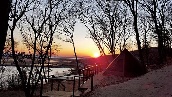 마리원캠핑장의 일출 모습(사진 인천관광공사 제공).