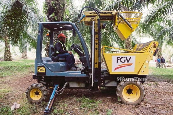 Malaysia hopes that the United States will accept FGV Holdings Bhd's explanation in regard to allegations of forced labour which had prompted the US Customs and Border Protection (CBP) agency to ban palm oil imports from the company. - NSTP file pic