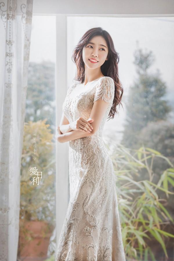 코미디언 배우 이태영이 23 일 11 살 사업가와 결혼했다. [공식]