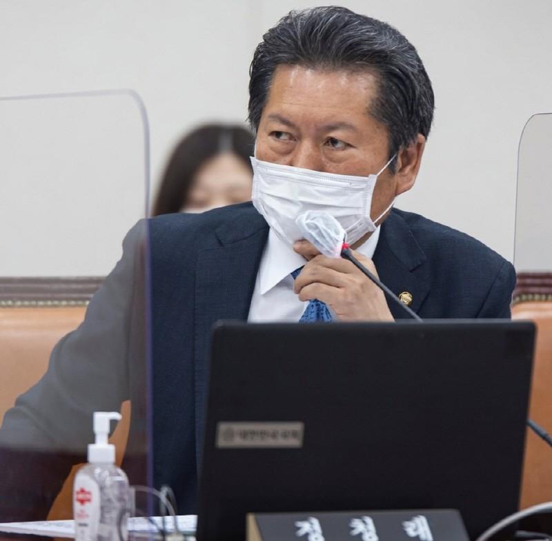 """정청래 """"한국은 문재인이있는 나라 … 지지율 43 %라는 놀라운 수치"""""""