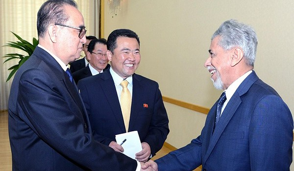 Ryu Hyun-woo, North Korea's former acting ambassador to Kuwait, center, is with Ri Su-yong, former minister of foreign affairs of North Korea, far left, and Omani Undersecretary for diplomatic affairs Ahmed bin Yousef Al-Harthy. [Photo by Yonhap News Agency]