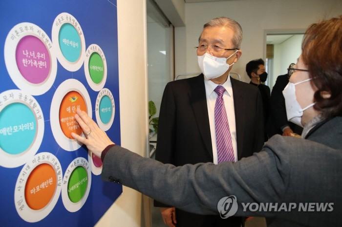 """""""정상모가 많지 않다""""김정인, 정신 질환 미혼모 논란 발언"""