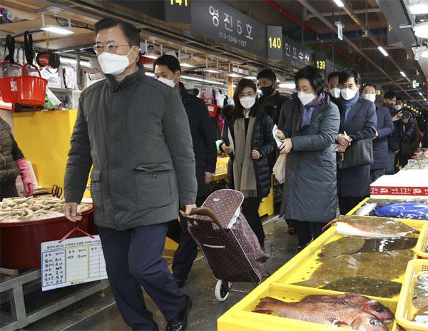 靑, 블랙리스트가 없다고 반박 … 환경 · 원자력 수사부, '논쟁'설명