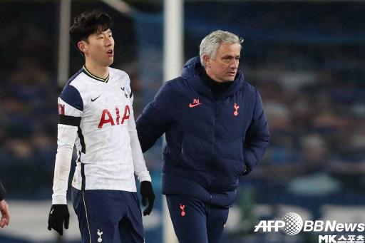 손흥 민, 에버 튼을 상대로 3 도움 기록 수정 … 2 시즌 연속 공격 점 30 점 달성