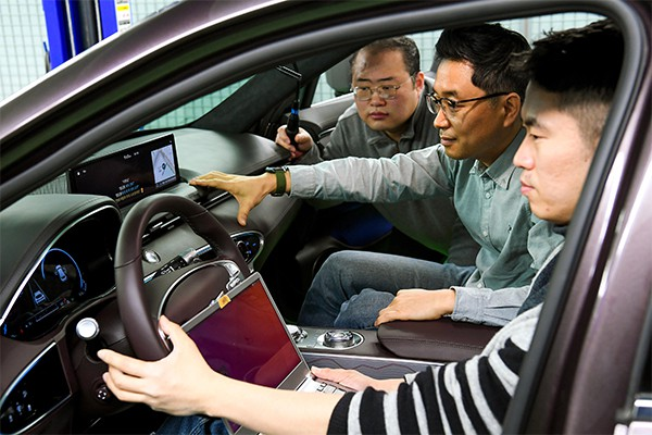 Hyundai Motor Group researchers are pictured testing the performance of a newly developed AI-based voice-recognition in-car system. [Photo by Hyundai Motor Group]