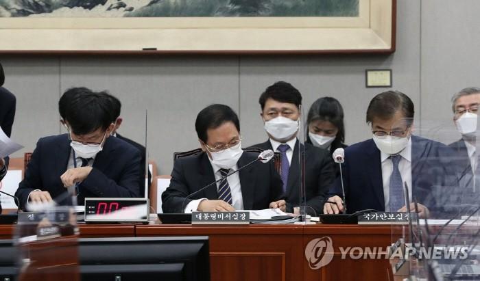 """유영민 """"신현수 사임 파 송구… 문 대통령 발표 전 승인"""" [종합]"""