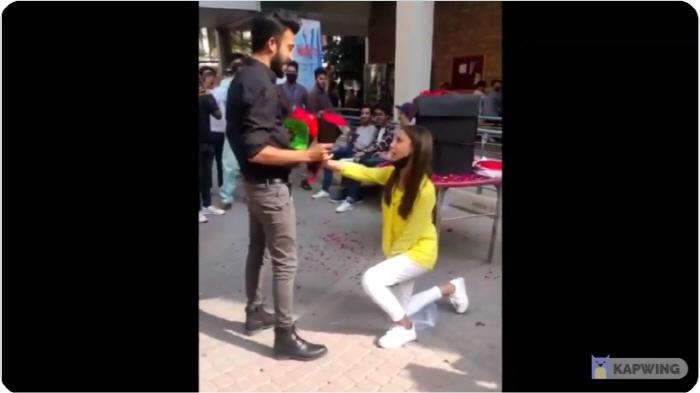 """파키스탄 커플, 대학 캠퍼스에서 """"공개 구애 포옹""""으로 추방"""
