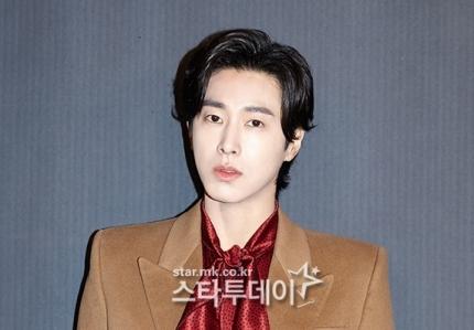 윤호 윤호, 가족 법인 163 억 건물 매입 논란