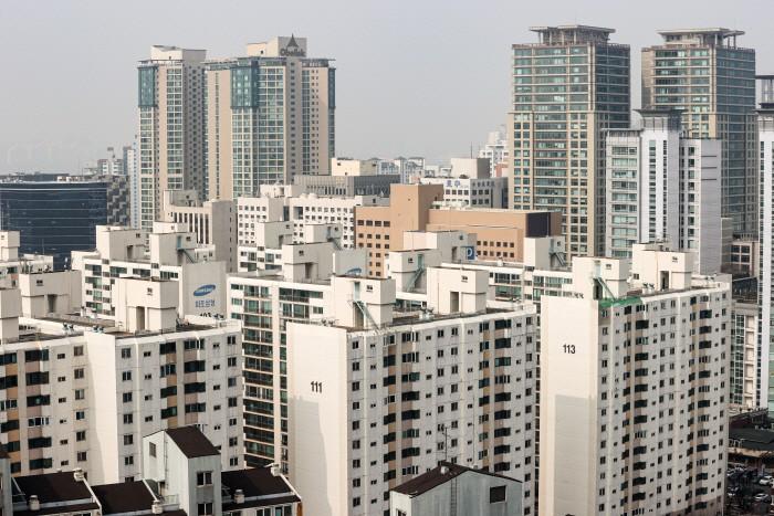 아파트 공시 급증 … 폭풍 후 건성 기초 연금