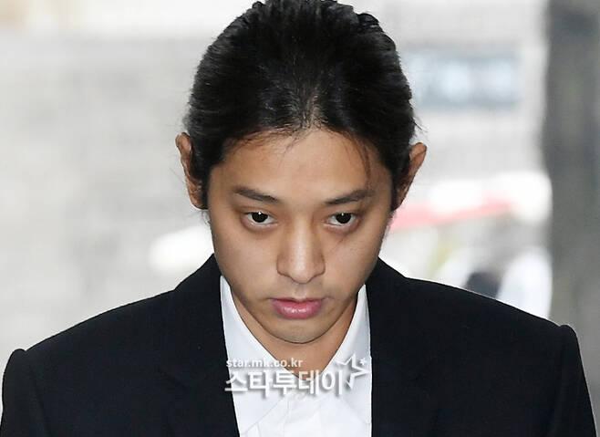 """정준영 전 여자 친구 """"불법 총격 혐의 철회, 내 인생을 망칠 까 봐 두려워""""[전문]"""