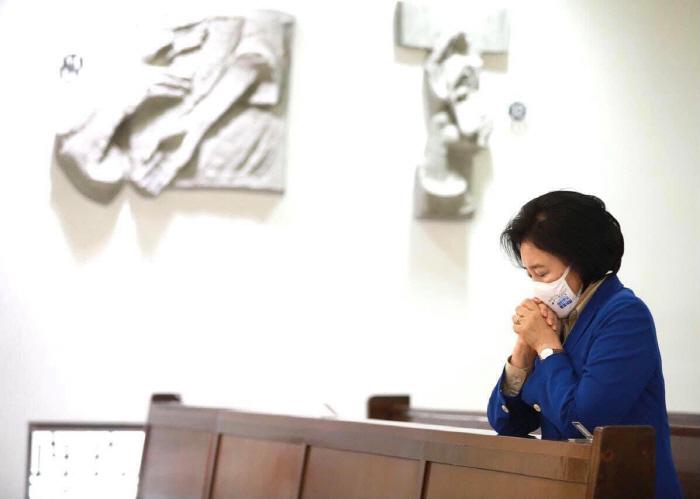 """박영선 """"지친 영혼에 은혜""""기도 vs. 오세훈, 안철수, 세 빛섬"""