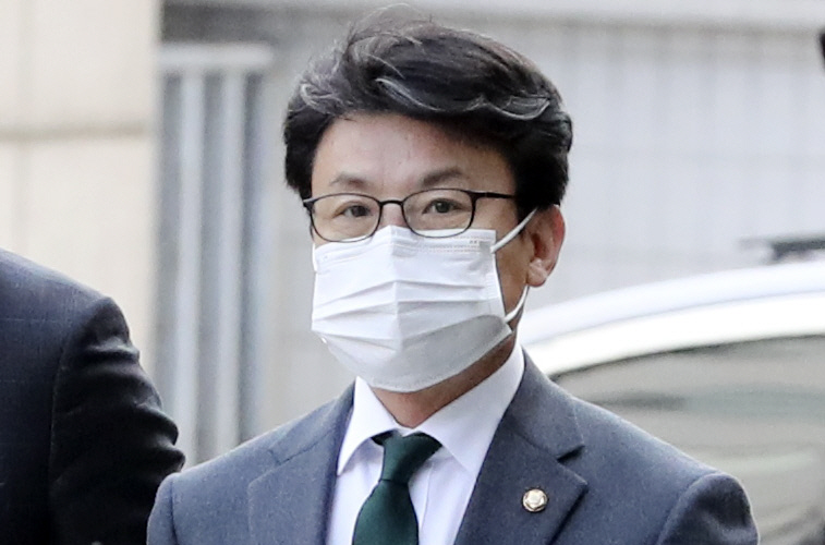 """진성준 """"생태 목욕탕 아들은 경찰에 의해 보호되어야한다""""vs. 진중권 """"코미디"""""""